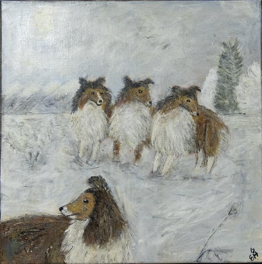 Måleri Fyra hundar. Tre står tillsammans mitt i bilden, man ser dem framifrån.   En står längst fram för sig själv, där syns huvudet och ryggen från sidan. Alla är bruna och har en stor, mjuk, vit fluffig päls, mitt fram på bröstet.  De har pigga ögon, lång nos och spetsiga öron som viker sig lite i topparna.  Hundarna i mitten har vänt huvudet åt sidan, de ser på något utanför bilden.  Hunden längs fram står vänd åt andra hållet och tittar ditåt.  Platsen som de står på är ljus, målad med mjuka vita färgtoner, kanske har det snöat.  Bakom hundarna står en gran, färgen är svagt grågrön, längre bort anas ett skogsparti.